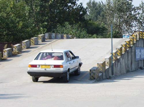 科目二坡道定点停车与起步的常见错误