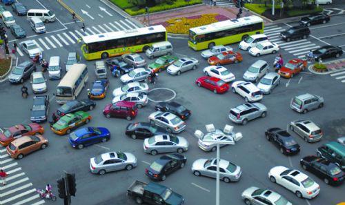 红绿灯坏了怎么办 车辆通过算违章吗?_开车技巧_驾考